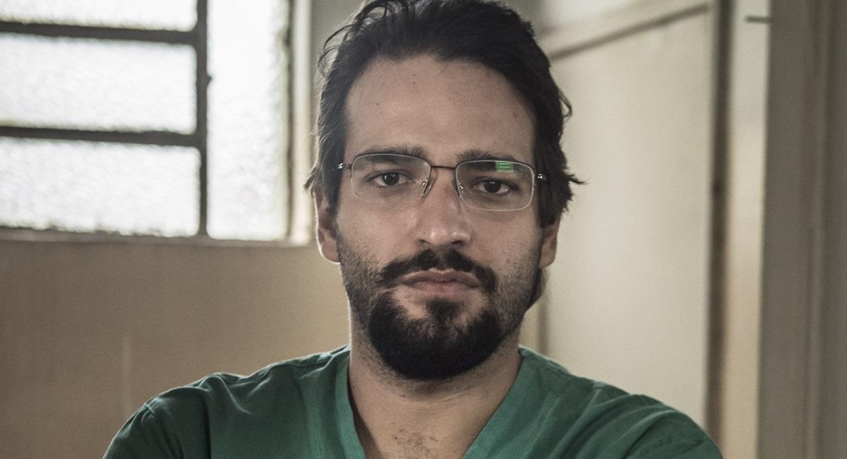 Humberto Carrão será o médico Henrique em 'Sob pressão'