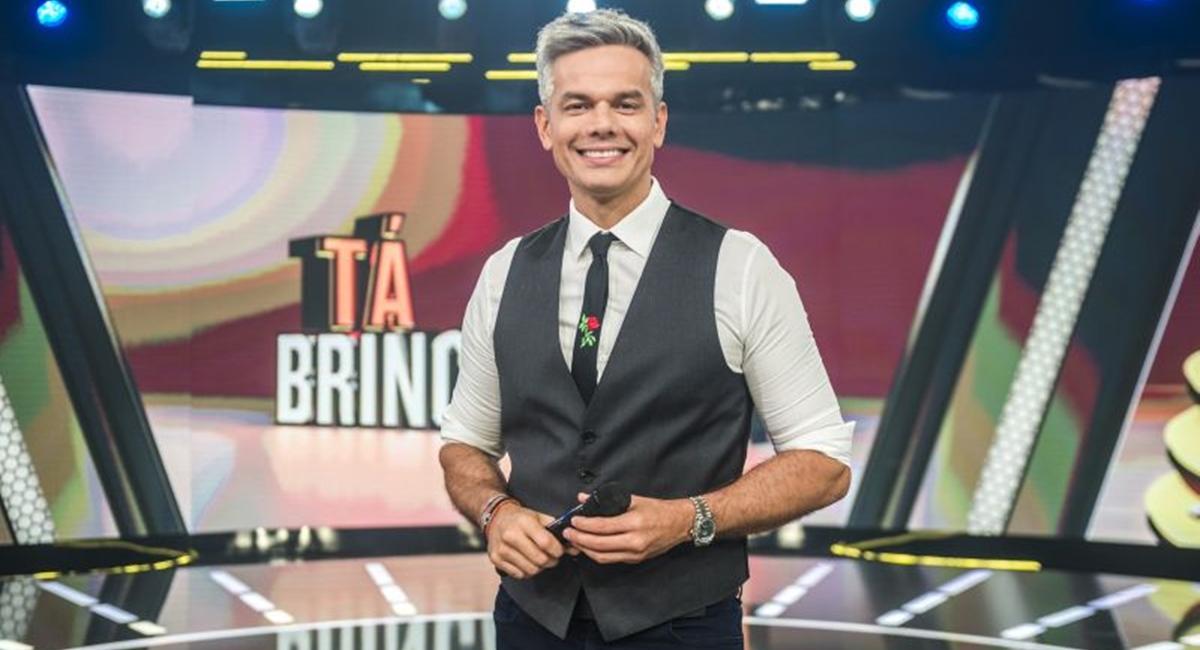 Otaviano Costa no cenário do Tá brincando