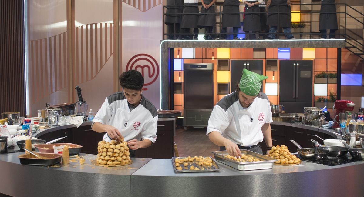 Helton e Vitor cozinham no MasterChef - A revanche