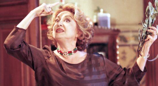 Eva Wilma como Altiva na novela A indomada
