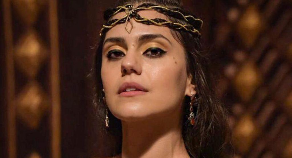 Jéssika Alves como Shakia na novela Gênesis