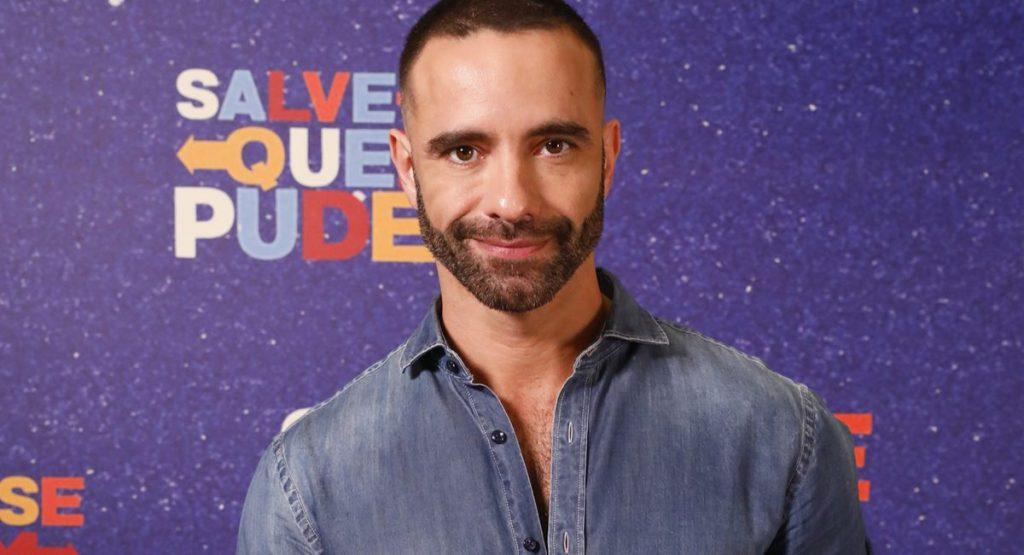 Jerônimo Martins como Edu na novela Salva-se quem puder