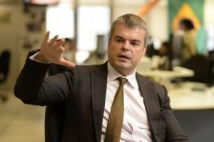 12/11/2014. Crédito: Raimundo Sampaio/RE/D.A Press. Brasil. Brasília - DF. Entrevista com Tony Volpon, chefe de pesquisas para a América Latina da Nomura Securities em Nova York.