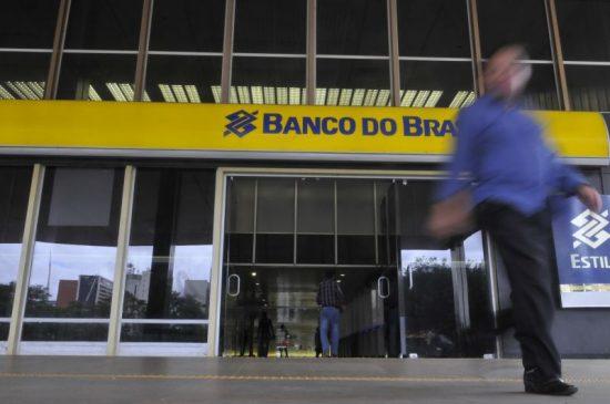 """Funcionários do Banco do Brasil movem ação contra Guedes. Ele disse que é  preciso """"vender logo a p. do BB"""""""