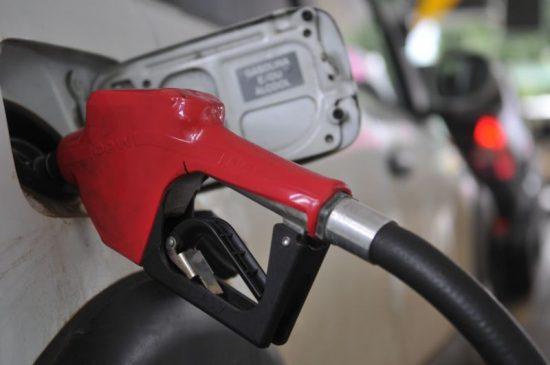 Aproveitem: feriadão com gasolina a quase R$ 3 o litro